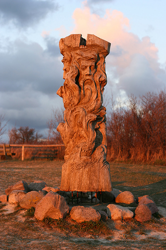 Дрвена статуа/тотем Световида