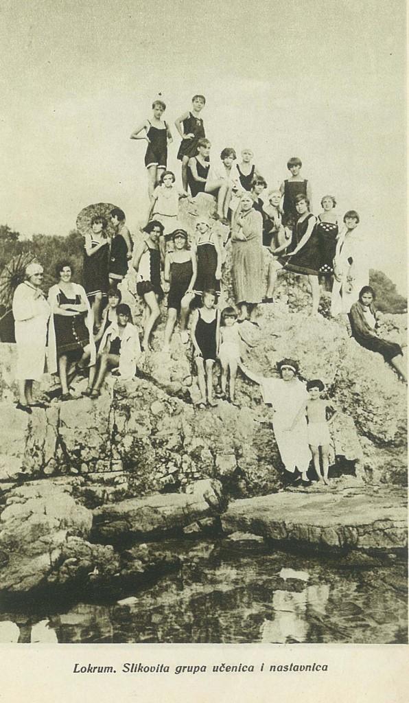 Локрум - сликовита група ученица и наставница